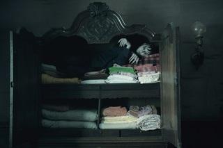 ダークシャドウ 戸棚で寝る.jpg