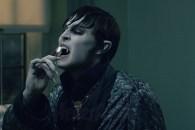 ダークシャドウ 歯を磨く.jpg