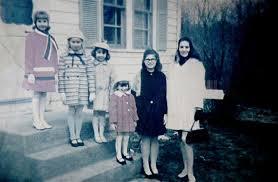 死霊館 母と姉妹5人.jpg