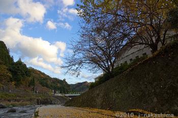 河川敷と青い空 守実.jpg